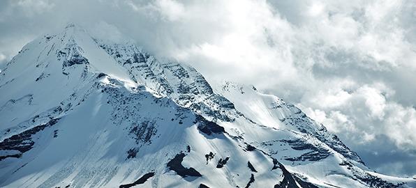 Los peligros de la montaña: consejos para evitar las avalanchas y actuar ante las grietas