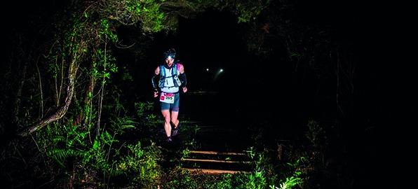 Decálogo para correr por la noche en montaña y consejos para elegir tu frontal de trail running